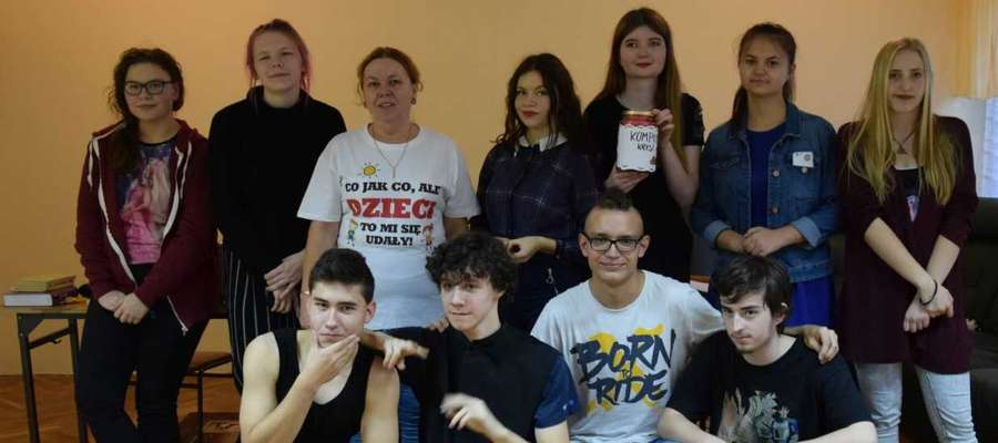 Młodzież chętnie zaangażowała się w teatralną inicjatywę
