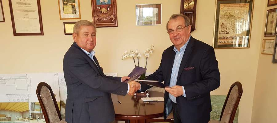 Starosta Lidzbarski Jan Harhaj i Tomasz Kozłowski, Prezes Zarządu firmy MIBO Sp. z o.o