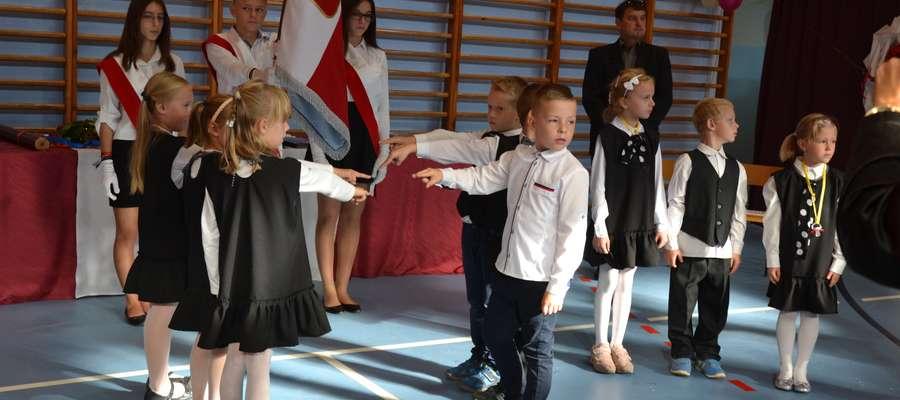 Uczniowie klasy pierwszej zostali przyjęci do szkolnej społeczności PSP Dąbrówno