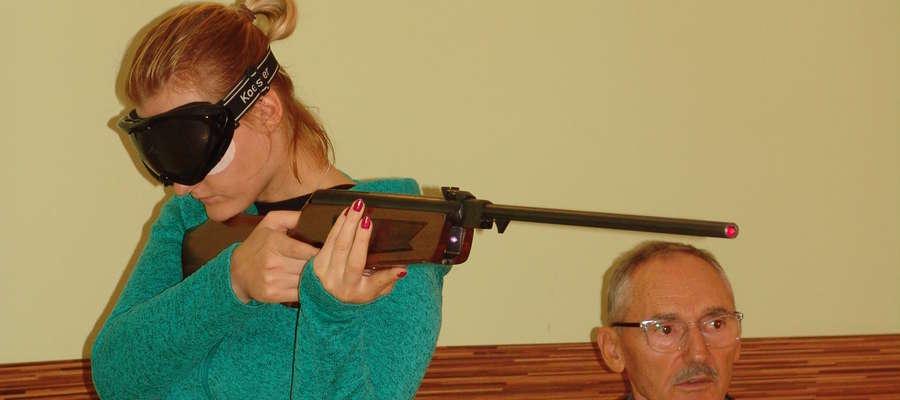 Na zdjęciu Klaudia Maria Żelazowska (Morena Iława) podczas zawodów w strzelectwie laserowym