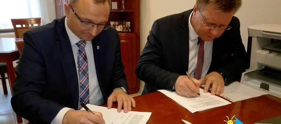 Burmistrz Giżycka i wójt gminy Giżycko podpisali akt notarialny