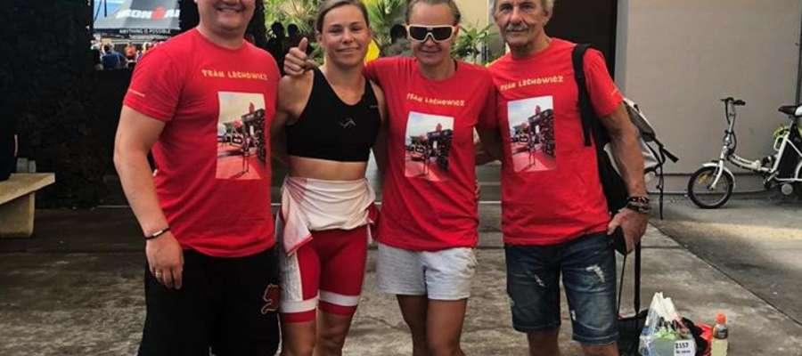 Anna Bienasz-Lechowicz w otoczeniu rodziny