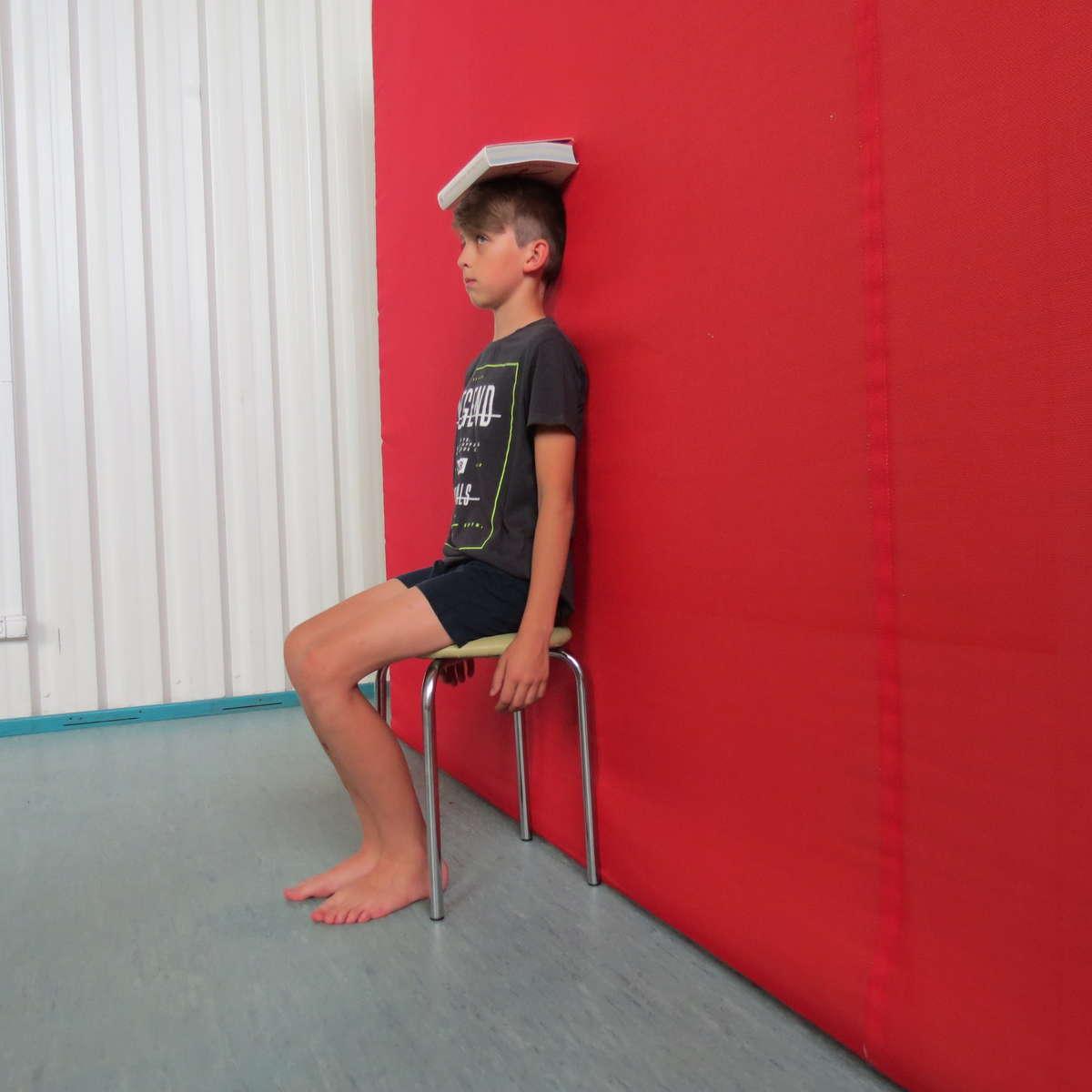 Ćwiczeni na skoliozy. Model Kacper Kuształo