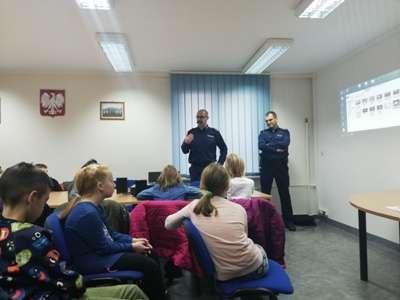 Orneckich policjantów odwiedzili uczniowie klasy IV Szkoły Podstawowej nr 4 w Ornecie.
