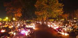 Nowomiejski cmentarz nocą