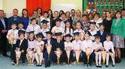 Ślubowanie uczniów klasy pierwszej ze szkoły w Radomnie