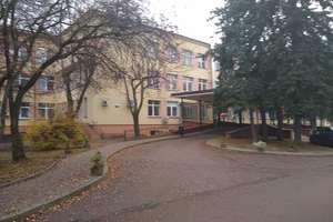 [U SĄSIADÓW]  Obywatel Ukrainy z podejrzeniem odry zgłosił się do mławskiego szpitala