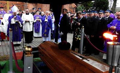 Ksiądz Henryk Rychert spoczął na przykościelnym cmentarzu