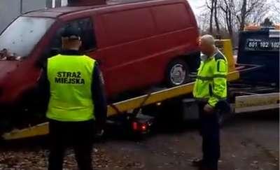 Kolejny wrak w Olsztynie usunięty [VIDEO]