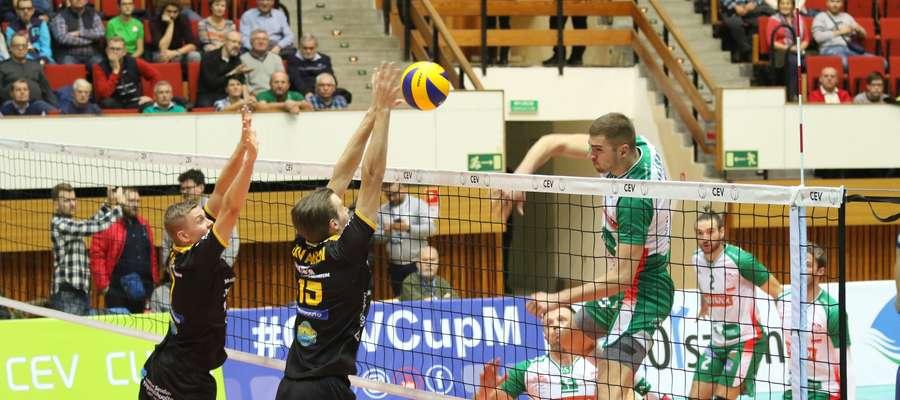 W akcji Paweł Pietraszko, który tak jak drugi z olsztyńskich środkowych Sebastian Warda, dostał aż 11 piłek w ataku, kończąc osiem z nich