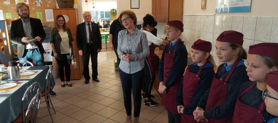 Żółty Talerzyk w stołówce szkolnej
