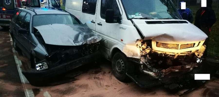 Zderzenie pojazdów na skrzyżowaniu Moniuszki i Obwodowej
