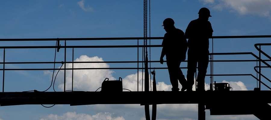Z braku ludzi do pracy firmy płacą coraz lepiej. Dobrym przykładem są tu firmy budowlane