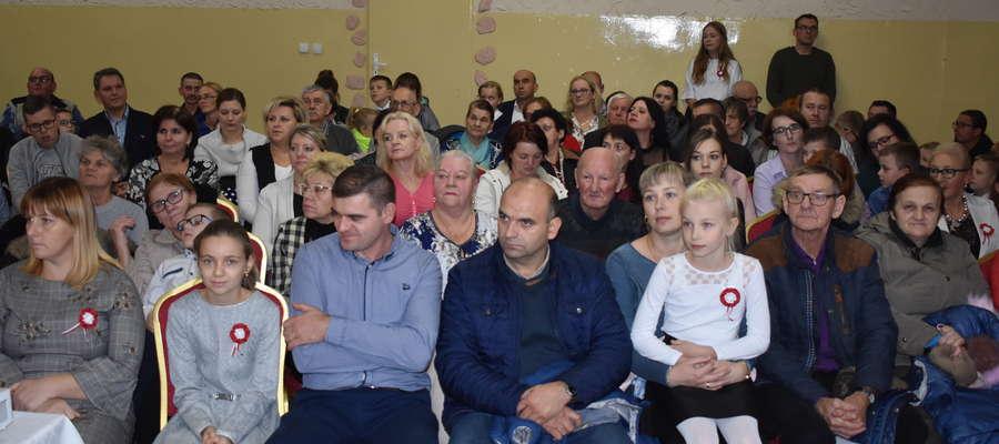 Goście wieczornicy niepodległościowej w Marzęcicach