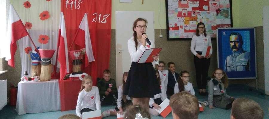 Podczas niepodległościowej akademii w szkole w Radomnie