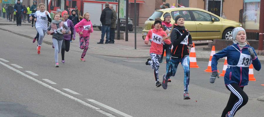 Lekkoatletki MLKS Ostróda biegiem uczciły Dzień Niepodległości