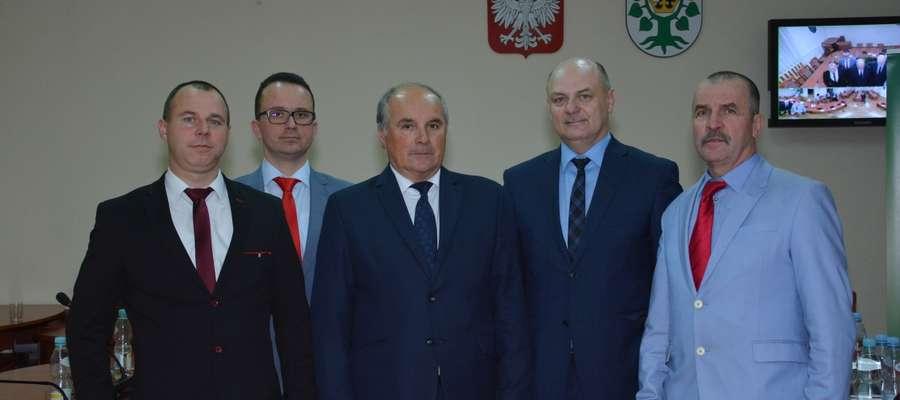 Zarząd Powiatu Oleckiego (od lewej): Karol Czerwiński, Tomasz Dziokan, Marian Świerszcz, Marek Dobrzyń i Andrzej Dunaj