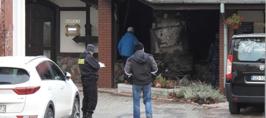 Po ugaszeniu pożaru policjanci przeprowadzili oględziny miejsca zdarzenia