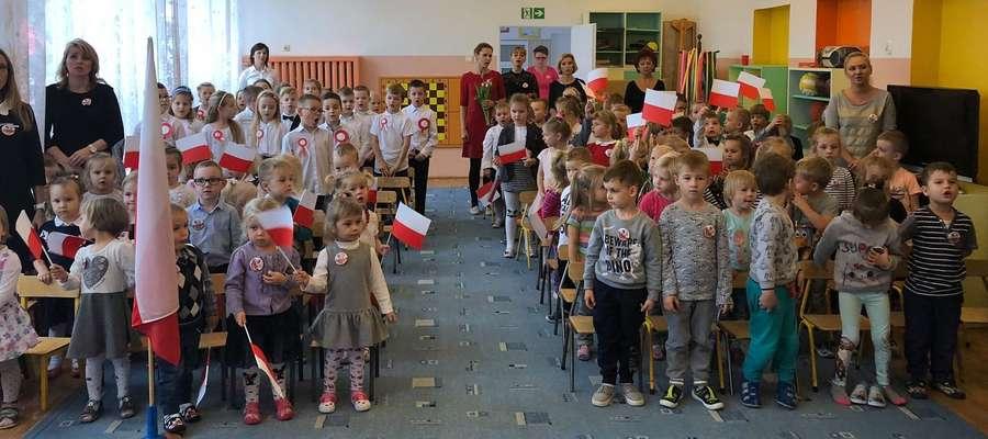 Przedszkolaki z ostródzkiego Remisia świętowały 100-lecie odzyskania niepodległości