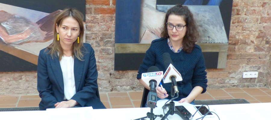 Adriana Ronżewska-Kotyńska i Katarzyna Grzymowska, podczas konferencji prasowej w Galerii El