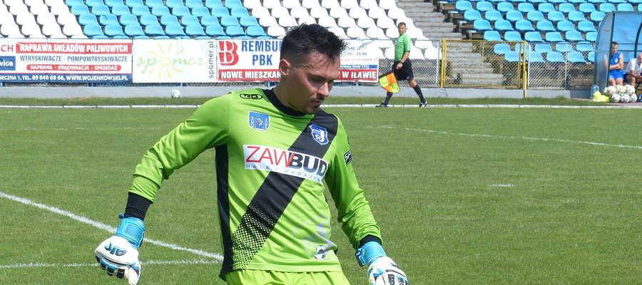 Bramkarz Kamil Jędrzejewski (Jeziorak Iława) wrócił do pierwszego składu Jezioraka i od razu doznał kontuzji