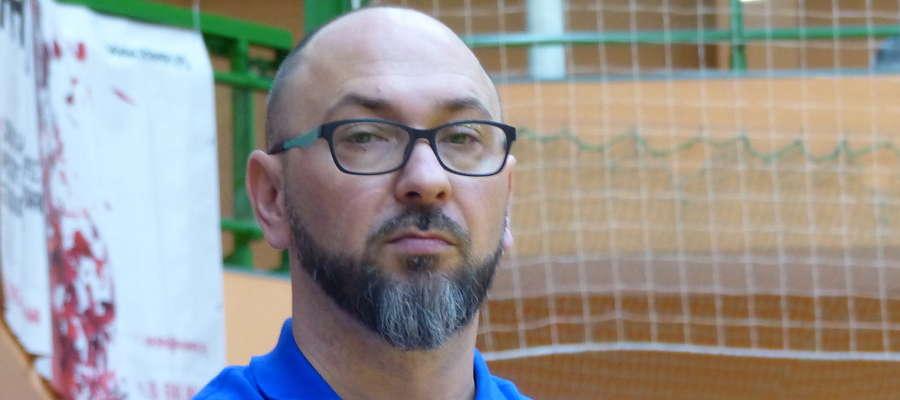 Karol Adamowicz, trener Jezioraka Iława, mimo porażki w meczu z KPR Gryfino widzi postępy w grze swojej drużyny