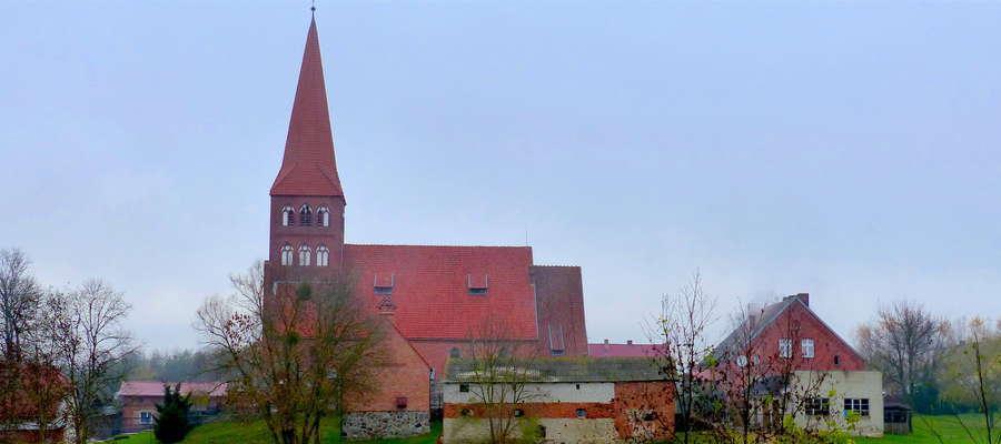 Panorama wsi Radomno i kościół