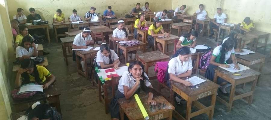 W swojej szkole mam uczniów, którzy każdego dnia pływają łódka pół godziny, aby dotrzeć na lekcje