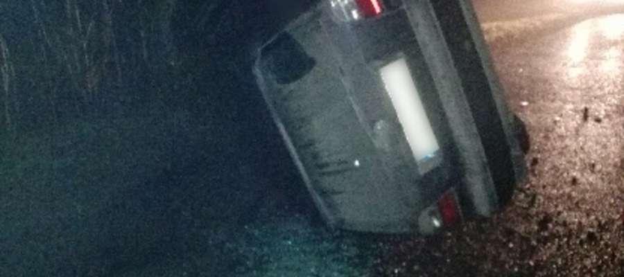 Pijany kierowca uderzył w drzewo i uciekł do lasu. Zatrzymał go funkcjonariusz Straży Granicznej