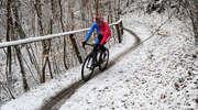 Tak kolarze ścigali się w pokrytej śniegiem Bażantarni . Zobacz zdjęcia