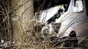 Wypadek na Radomskiej. Kierowca busa uderzył w drzewo