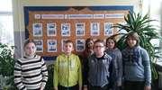 Uczniowie z Nakomiad uczcili rocznicę wprowadzenia stanu wojennego
