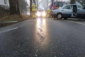 Trudne warunki na drogach. Niedzielny poranek obfity w zdarzenia drogowe