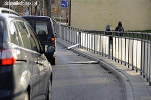Wandal zaatakował barierki na ul. Robotniczej [zdjęcia]