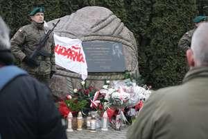 W Bartoszycach uczczono pamięć ofiar stanu wojennego [ZDJĘCIA]