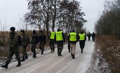 Poszukiwania zaginionej Heleny Milewskiej. Policjanci, strażacy i uczniowie przeczesali teren o powierzchni 500 ha