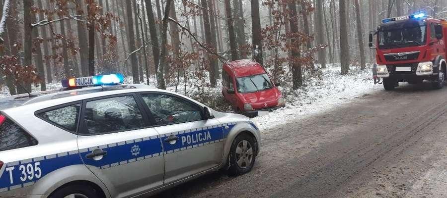 Policja apeluje do kierujących pojazdami o szczególną ostrożność, brak pośpiechu, zdjęcie nogi z gazu i zwolnienie do maksimum