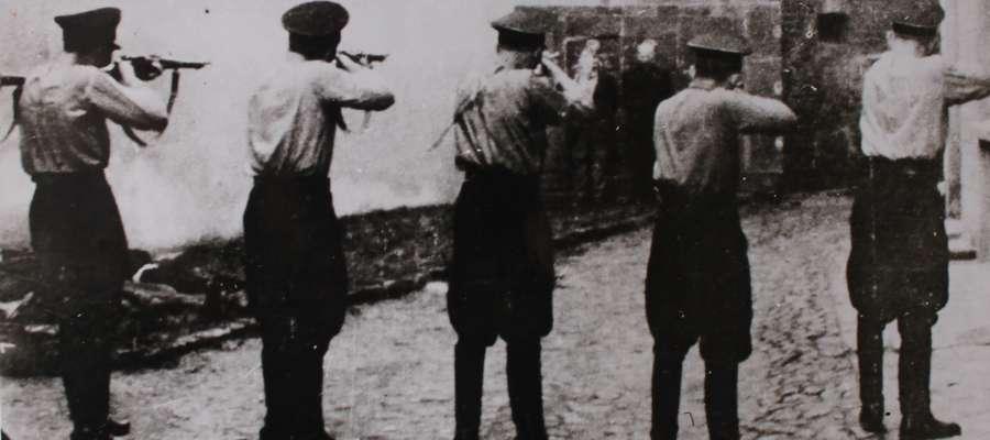 Na chwilę przed rozstrzelaniem okolicznych mieszkańców 7 grudnia 1939r.