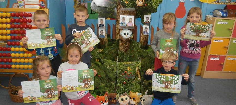 Słodziaki i dzieci ze szkoły w Zwiniarzu
