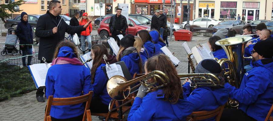 Muzycznie i świątecznie na nowomiejskim rynku
