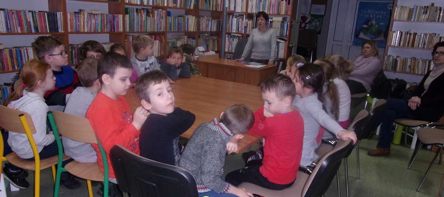 Uczniowie z Ostrowitego w Bibliotece w Biskupcu
