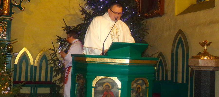 Nowy proboszcz podczas inauguracyjnej mszy w Łąkorzu