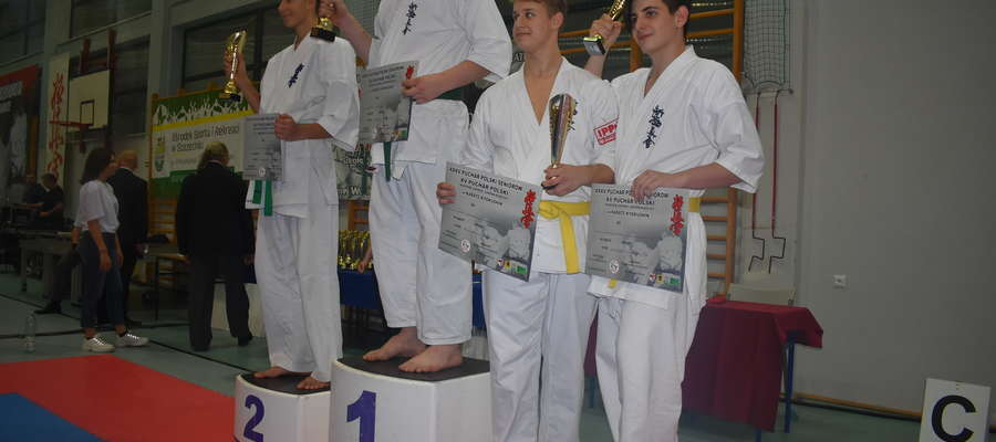 Dawid Pażuś (Bartoszycki Klub Kyokushin Karate) na najwyższym stopniu podium Pucharu Polski w Szczecinku