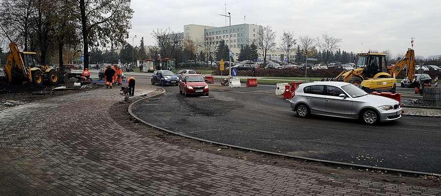 Rondo u zbiegu ulic Królewieckiej i Kościuszki podczas budowy