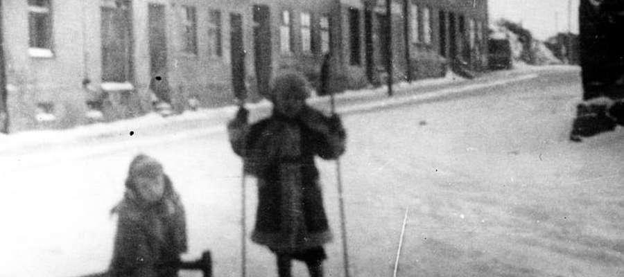 Zima w Bisztynku w roku 1954. W tle (w środku) dom przy ul. Reymonta, w którym mieszkał Horst Roggli.