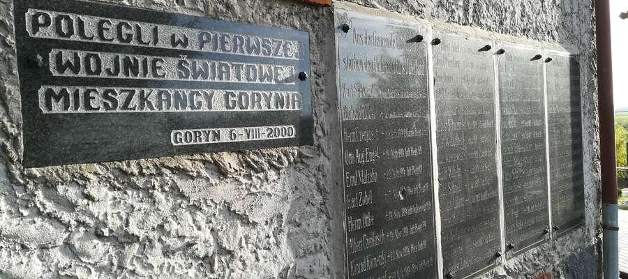 Tablice od 2000 roku można oglądać na ścianie bocznej kościoła w Goryniu
