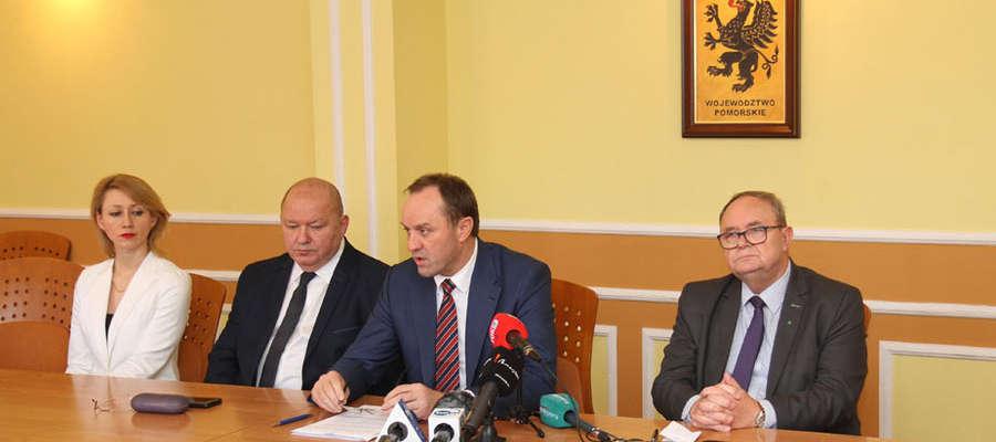 Marszałek Mieczysław Struk (drugi z prawej):