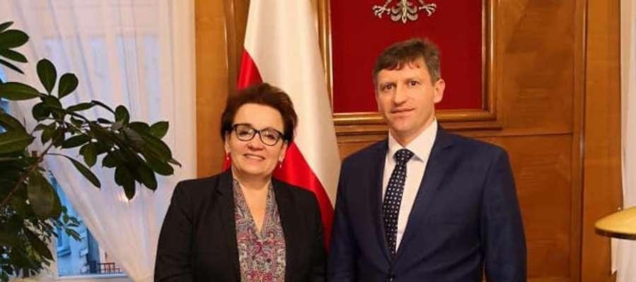 Burmistrz Jacek Wiśniowski z Anną Zalewską Minister Edukacji Narodowej