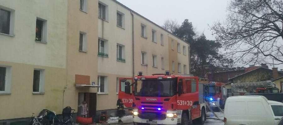 W budynku przy ul. Grunwaldzkiej pożar wybuchł w mieszkaniu na pierwszym piętrze