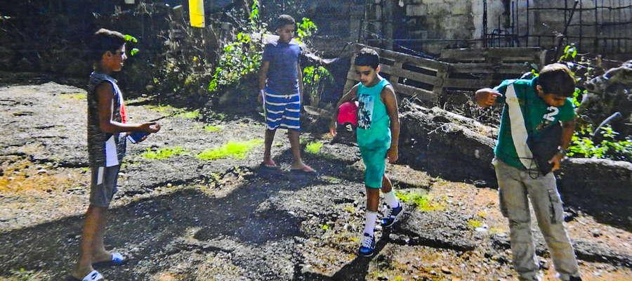 Dzieci na dalekiej Kubie kopią piłkę z Nowego Miasta